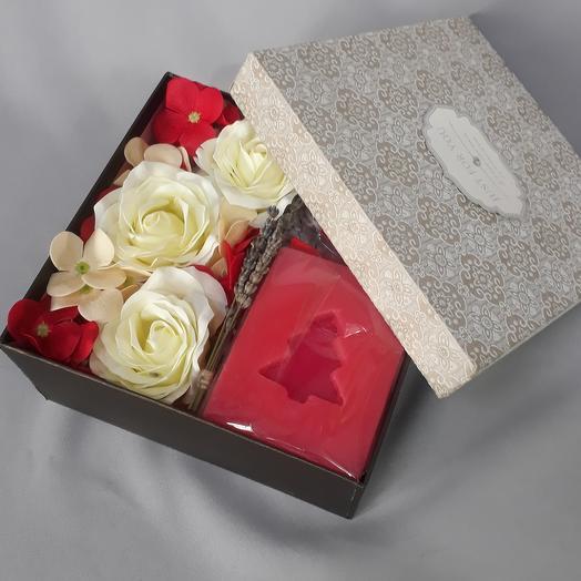 Подарочный набор, роза из мыла ручной работы и свеча