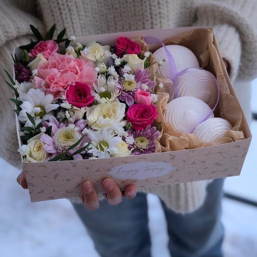 Коробочка с зефиром и цветами