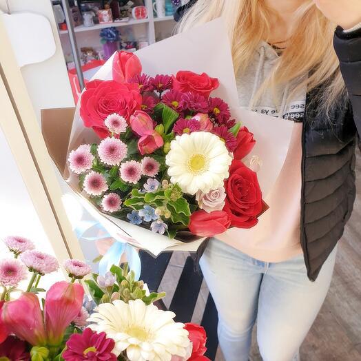 Красный букет с розами
