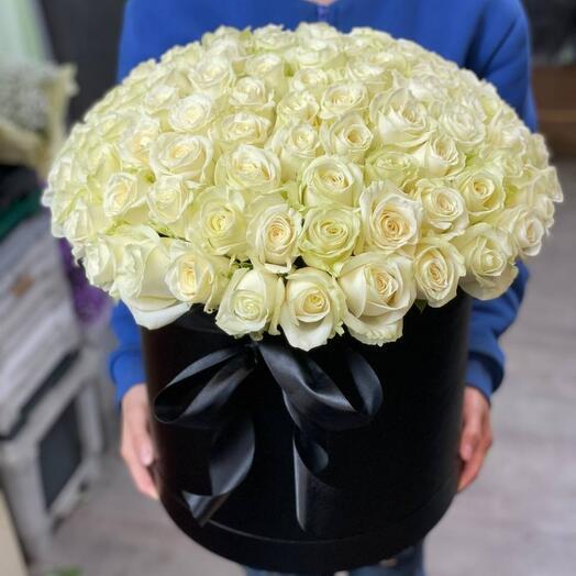 101 белых роз в шляпной коробке
