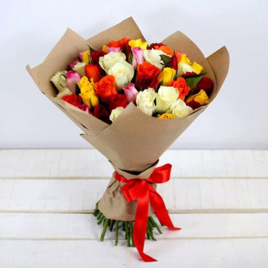 51 роза Кения в крафте 40 см