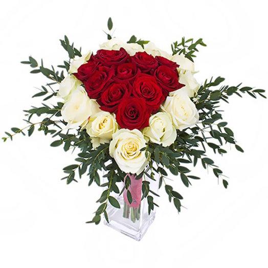 Букет из роз  Вспышка: букеты цветов на заказ Flowwow