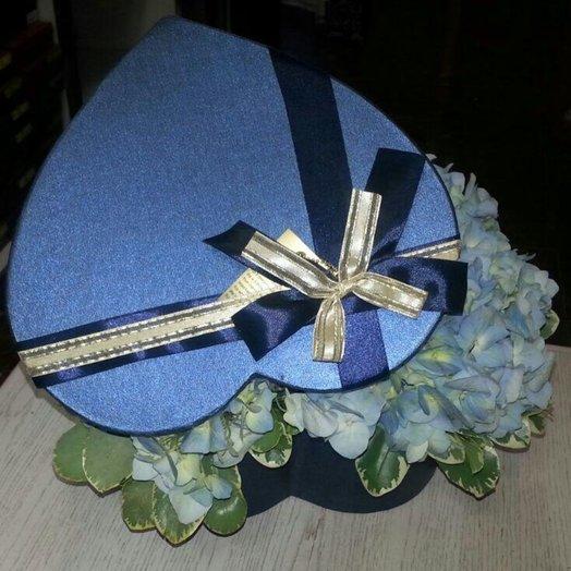 Коробочка с гортензией: букеты цветов на заказ Flowwow