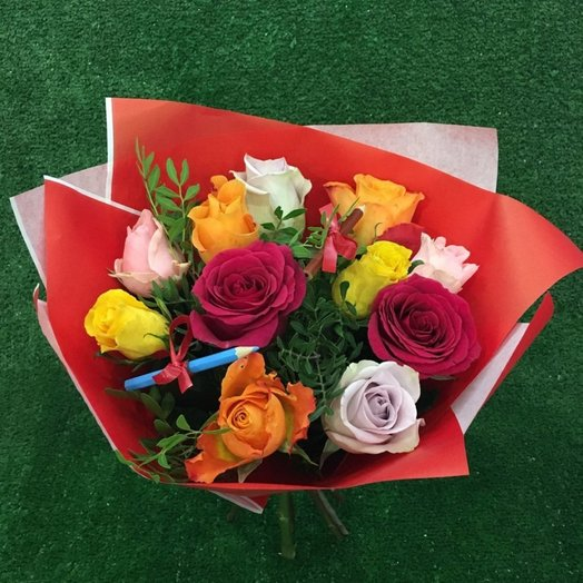 Яркий букет из 11 кенийских роз