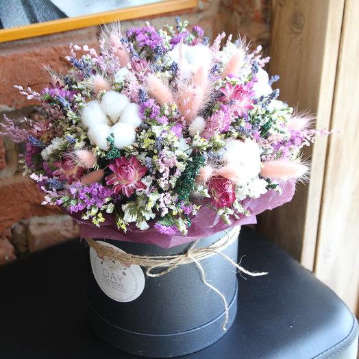Интерьерная композиция в шляпной коробочке с лавандой и сухоцветами: букеты цветов на заказ Flowwow