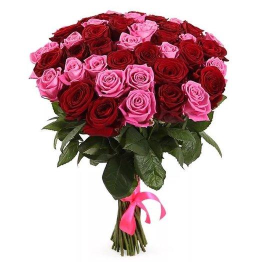 25 красных и розовых роз: букеты цветов на заказ Flowwow