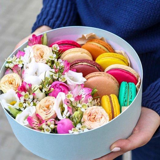 """28 """"Макаронс и цветы в круглой коробочке"""": букеты цветов на заказ Flowwow"""