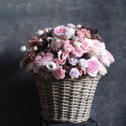Корзина с ароматными розами: букеты цветов на заказ Flowwow