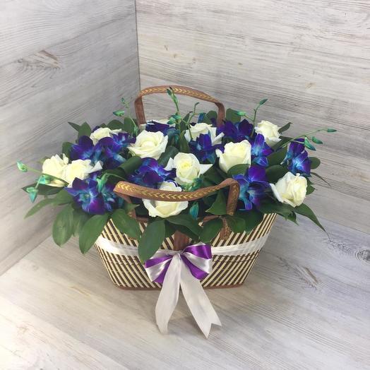 Корзина из роз и орхидей: букеты цветов на заказ Flowwow