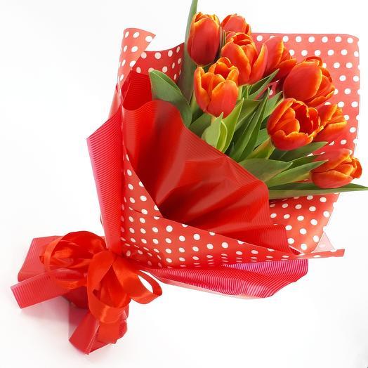 Весна красна: 11 красных тюльпанов: букеты цветов на заказ Flowwow