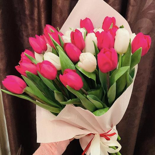31 тюльпан микс в упаковке: букеты цветов на заказ Flowwow