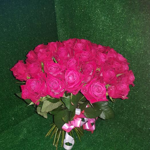 Букет из шангри-лы( темно- розовая роза): букеты цветов на заказ Flowwow