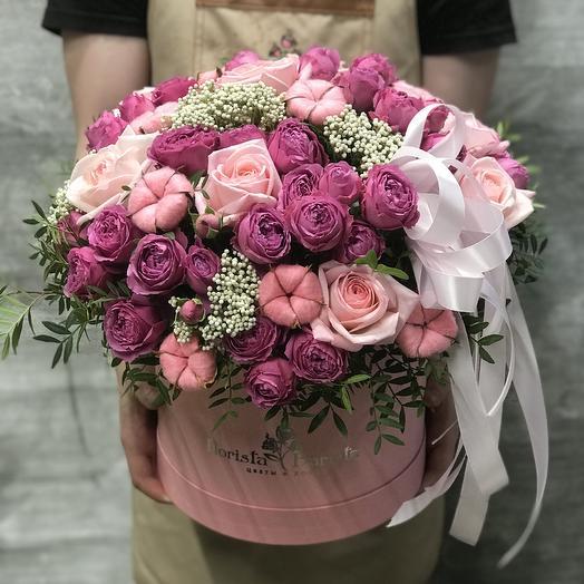 Коробка из пионовидной и французской розы