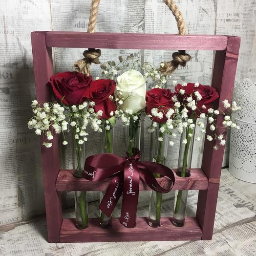Стильная стойка с живыми цветами: букеты цветов на заказ Flowwow