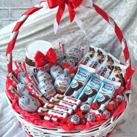 Набор сладостей в корзине