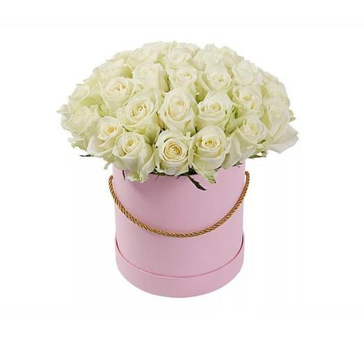 Коробка с белоснежными розами