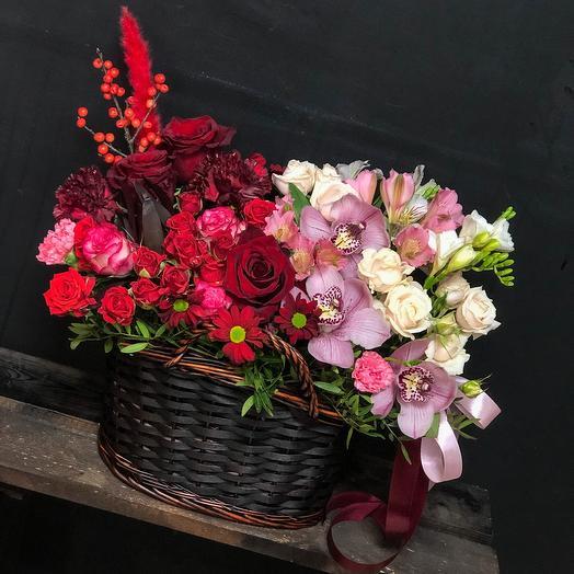 Корзина с прекрасными цветами