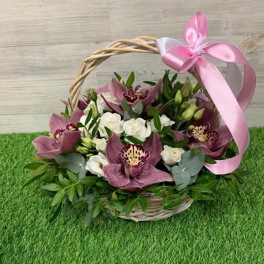 Корзина  из эустом и орхидей