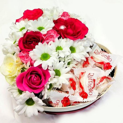 Коробка с Цветами и Конфетами Рафаэлло