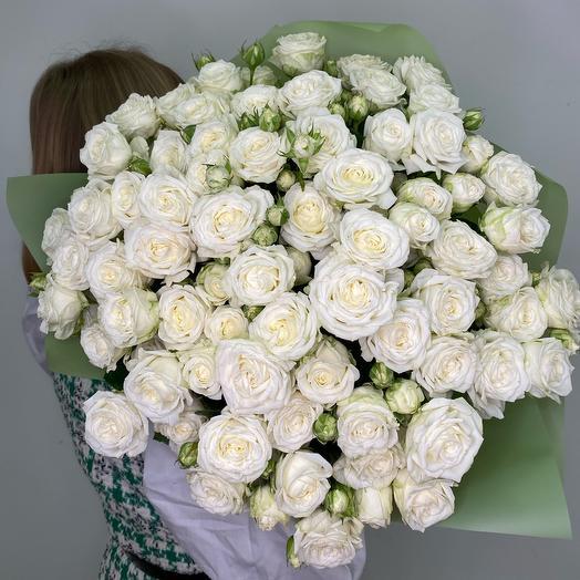 Букет из кустовой белой розы