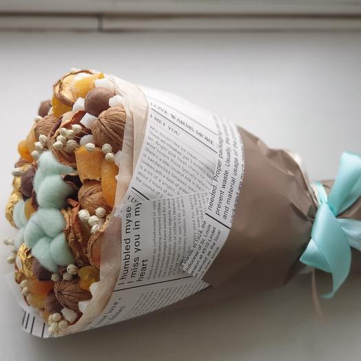 Сухофруктовый букет с хлопком мятного цвета