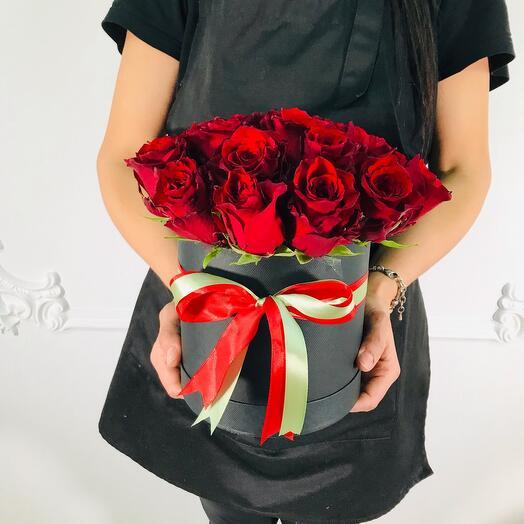 Коробка из 21 красной розы(коробка конфет в подарок, условие в описании)