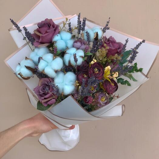 Bouquet of dried flowers and artificial flowers