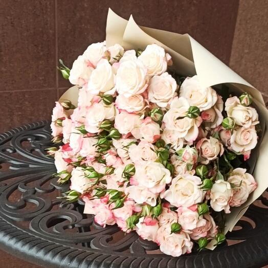 Букет из кустовой розы рефлекс