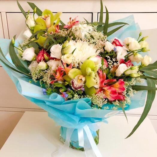 Шикарный букет с орхидеями
