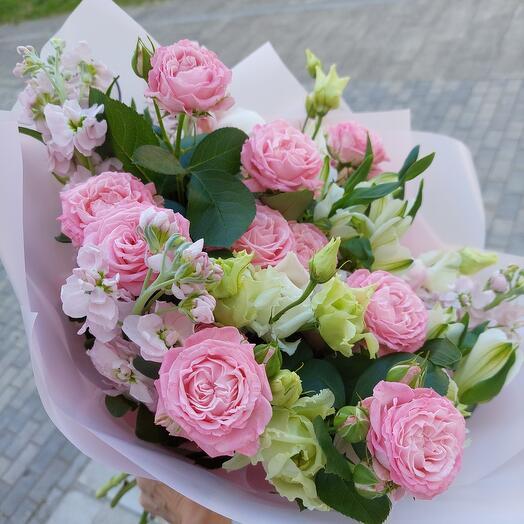 Букет с пионами и  кустовой пионовидной розой