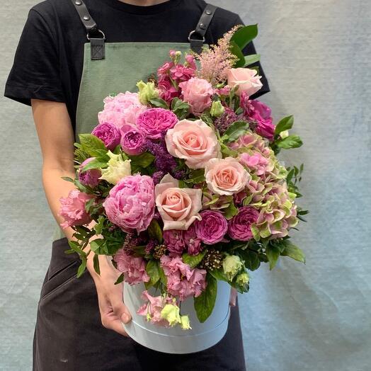 Нежная Композиция с пионами и розами