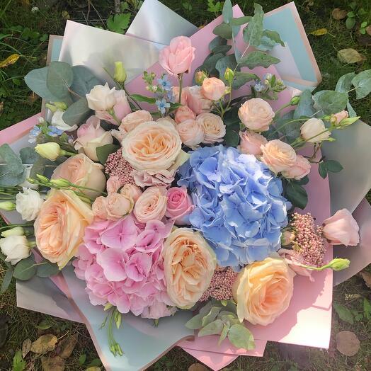 Ароматные Розы в большом букете с гортензией