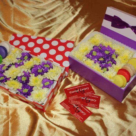 Миниатюрная коробочка с летним букетом: букеты цветов на заказ Flowwow