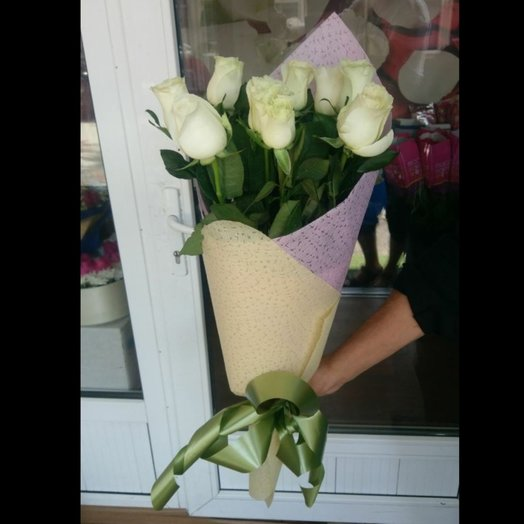 Bouquet of 9 white roses