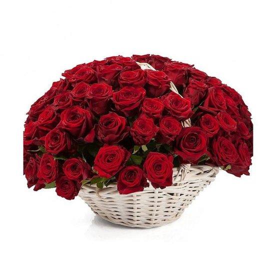 Роза красная в корзине: букеты цветов на заказ Flowwow