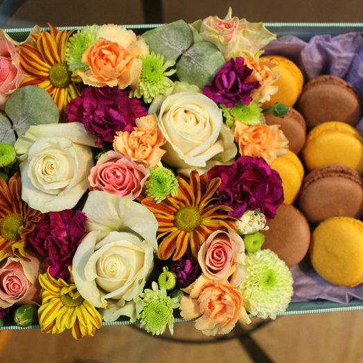 "Цветочная коробочка ""Земфира"": букеты цветов на заказ Flowwow"