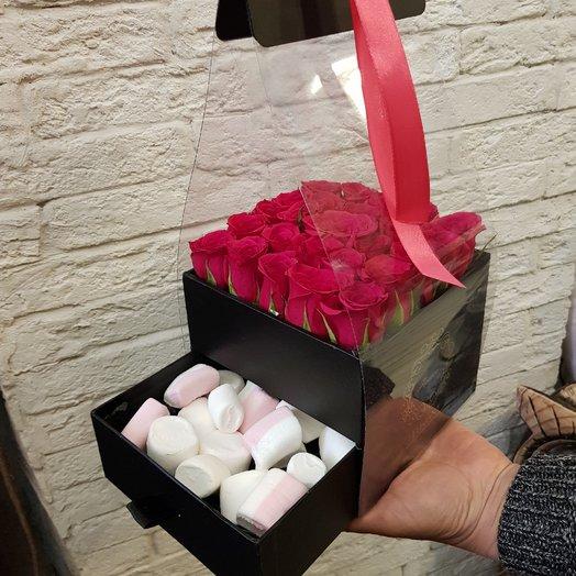 Стильная коробочка с розами: букеты цветов на заказ Flowwow