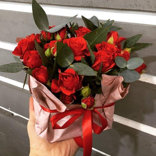 Композиция из красных роз: букеты цветов на заказ Flowwow