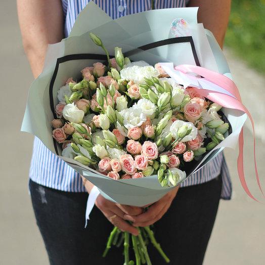 Кустовые розы и эустома: букеты цветов на заказ Flowwow