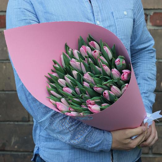 49 нежных розовых тюльпанов: букеты цветов на заказ Flowwow