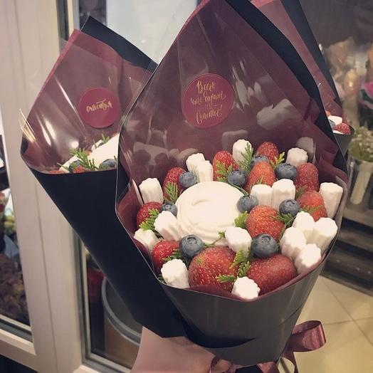 Клубничный кулёк XS: букеты цветов на заказ Flowwow