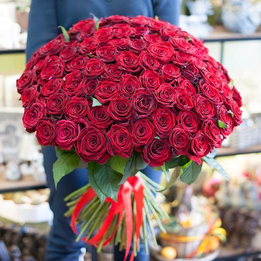 Букет из красных роз (101 роза): букеты цветов на заказ Flowwow