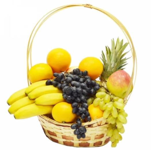 Корзина фруктов: букеты цветов на заказ Flowwow