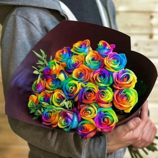 25 радужных роз: букеты цветов на заказ Flowwow