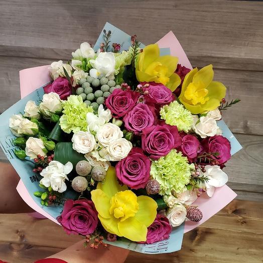 Букет орхидеи, розы, фрезии: букеты цветов на заказ Flowwow