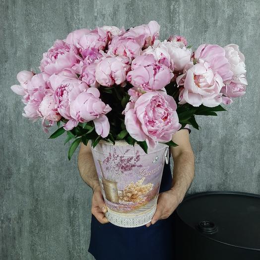 Пионы в винтажно ведре: букеты цветов на заказ Flowwow