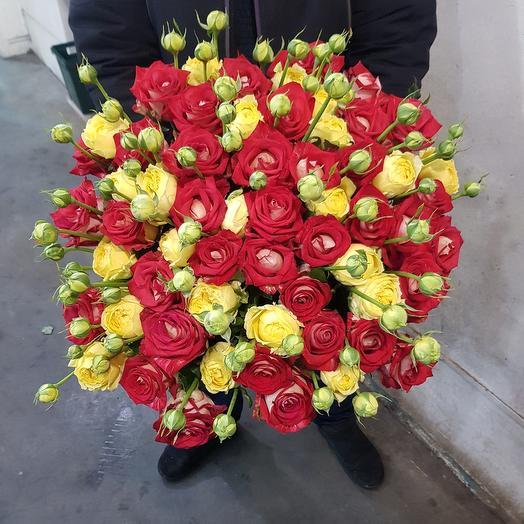 Букет из роза и кустовая роза