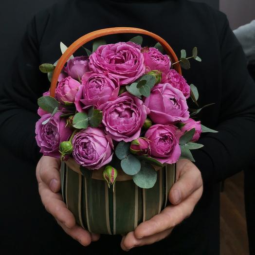 Винтаж. Корзинка пионовидных роз