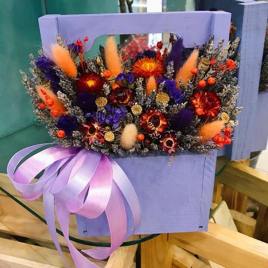 Яркая композиция с лавандой и сухоцветами в кашпо