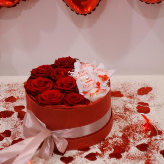 Розы красные в коробке с Raffaello